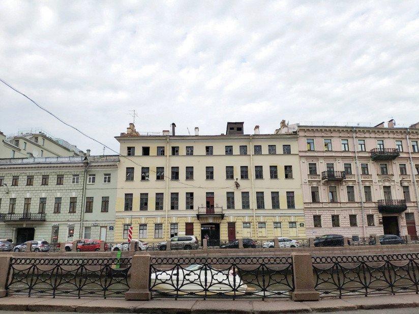Здание на наб. реки Мойки, 26, между Невским проспектом и Эрмитажем