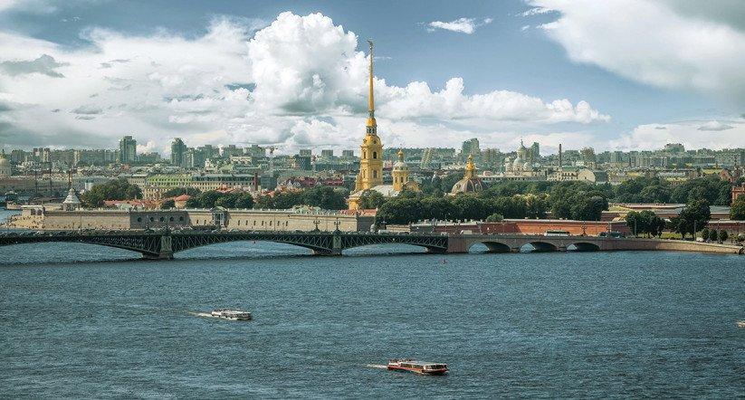 Жилой комплекс «Приоритет» строится на набережной, где от Невы отделяется первый рукав – Большая Невка.